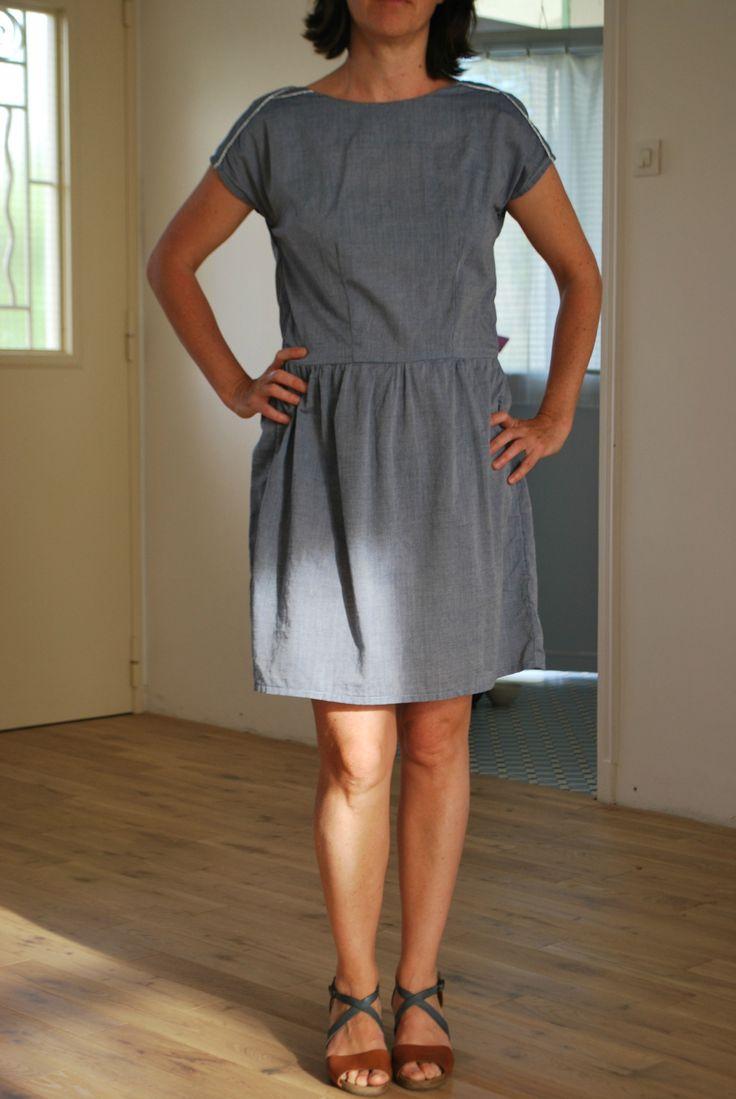 Petite robe Trop-Trop (Version B - épaules pétales)