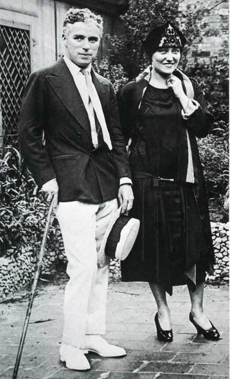 Kittyinva: 1925 Charlie Chaplin and Gloria Swanson.