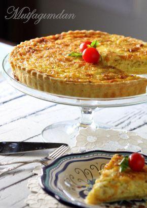 Harika bir kis tarifi. Agnizizda dagilan tabani ve bol pirasali, gravyer peynirli nefis ic harci ile tadina doyulamayan bir lezzet. Tabani icin kek ve pasta unu kullaniliyor. Eger elinizde kek ve p…