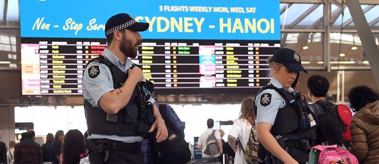 Les suspects, arrêtés dans une opération antiterroriste, prévoyaient d'utiliser du gaz toxique ou une bombe artisanale pour détruire un avion.