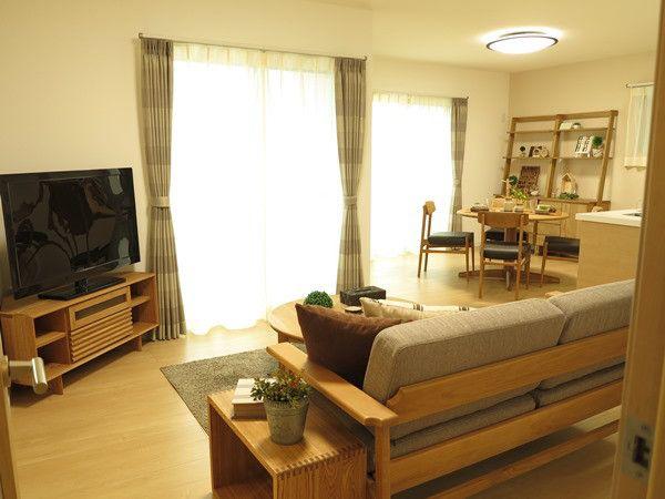無垢材を使用したコーナータイプのテレビボードがある暮らしを提案!|家具なび~きっと家具から始まる家づくり~ 名古屋・インテリアショップBIGJOYが家具の視点から家づくりを提案