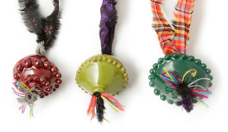 Amore sardo Amor profano, collezione di monili in ceramica ispirata alla tradizione orafa isolana.  Valeria Tola Macomer