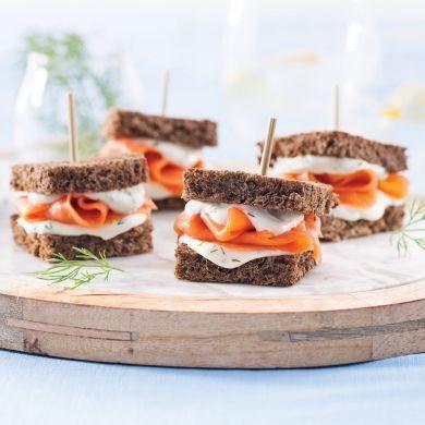 Mini-sandwichs apéritifs au saumon fumé - Recettes - Cuisine et nutrition - Pratico Pratiques - Potluck