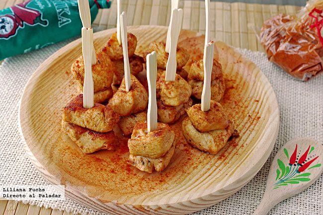 Receta de pinchos de pollo al pimentón. Con fotografías del paso a paso, consejos y sugerencias de degustación. Recetas de tapas y pinchos. Carn...