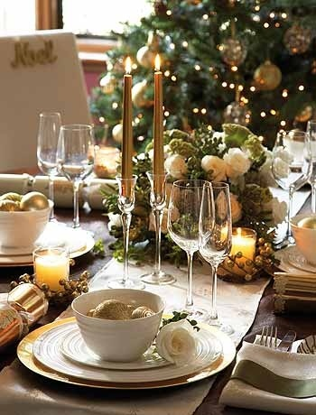 #gold and white Christmas #tablescape