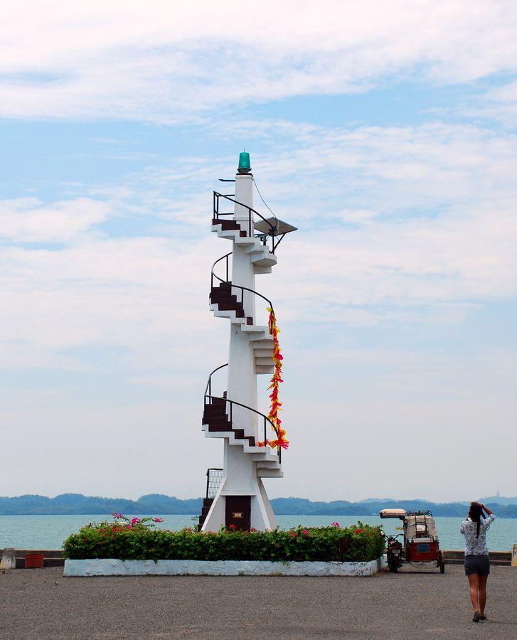Lighthouse in Hundred Island by Mirai Borra, via 500px