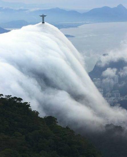 clouds, Christ Redeemer, Rio de Janeiro  www.encontresuaviagem.com.br/11916 https://twitter.com/FrancoViagens