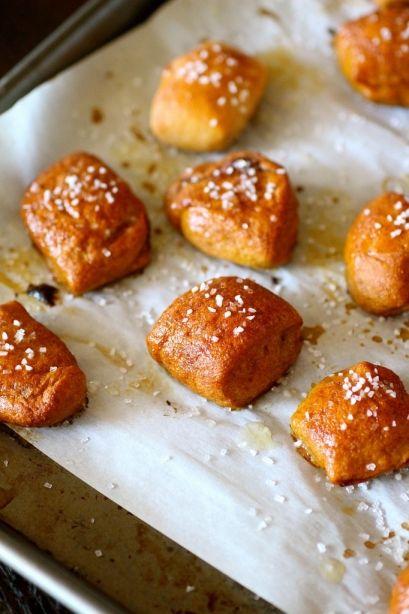 Whole Wheat Peanut Butter-Filled Pretzel Bites via @The Curvy Carrot