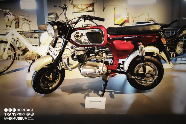 A Rajdoot GT5 Bobby on a display in the museum!   #rajdoot #vintage #vintagecollection #heritage #transportmuseum #museum #vintagebike #gurugram #exhibit #incredibleindia