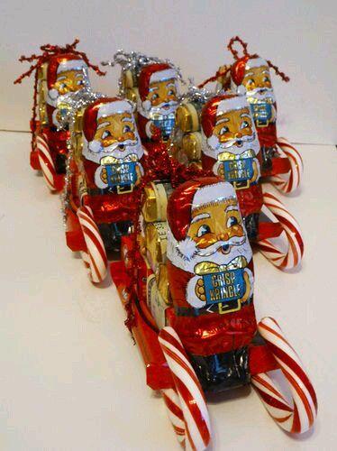 Un pequeño trineo hecho únicamente de dulces puede ser un hermoso detalle para obsequiar en esta Navidad, además de que hacerlo resulta re...