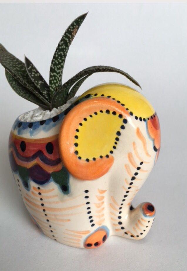 Elefante shy decorado con planta