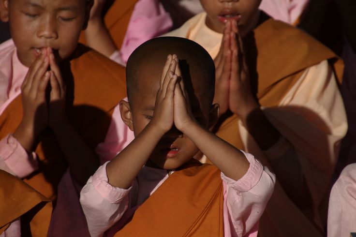 Little nuns meditating