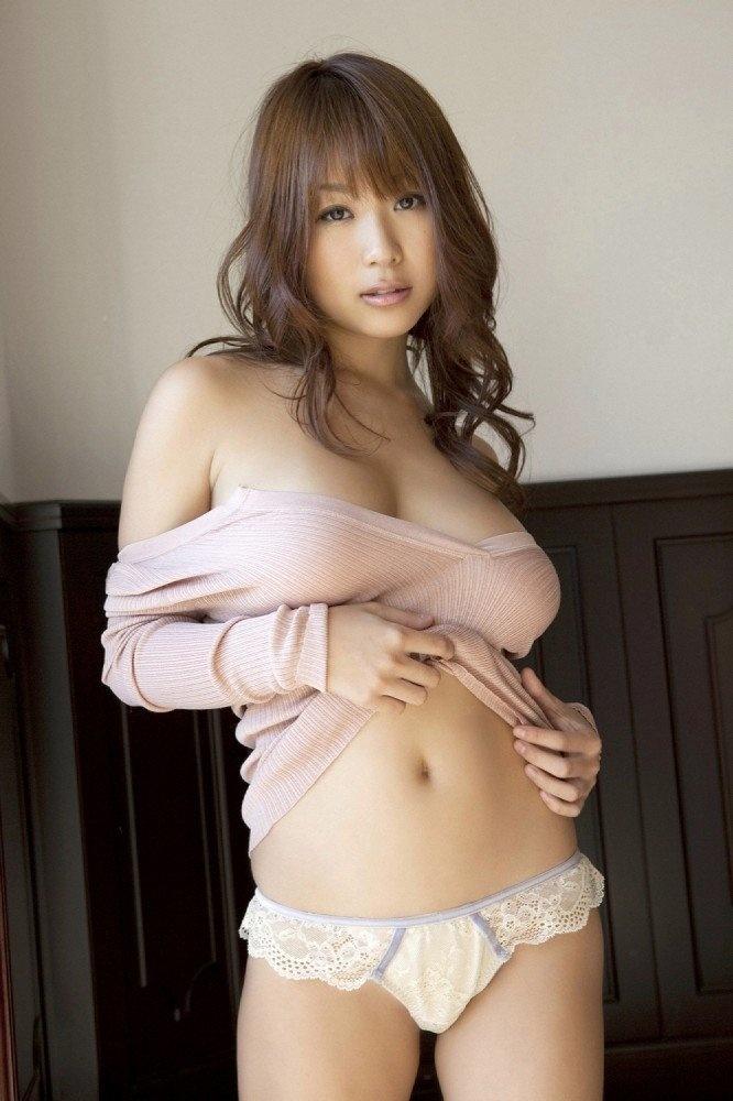A woman with beautiful curves masturbates 4
