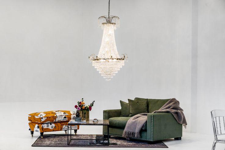 Grön Valen sammetsfåtölj loveseat, brunt Jaguaren marmorbord, orange mönstrad Livstycket howard fotpall, vintagematta, kristallkrona. Möbler, inredning, vardagsrum, sammetsmöbler, sammet, fåtölj, matta, vintage, marmor, soffbord, pall, mohair, pläd, filt, ull, fårskinn, nitar, mässing. http://sweef.se/