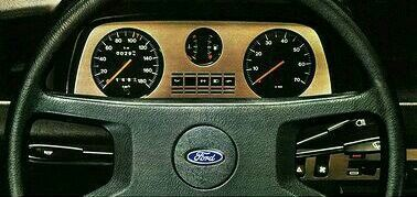 This is the instrument panel of the Ford Fiesta Ghia. I couldn't resist this photograph.