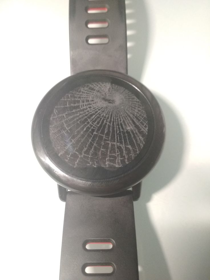 Another fine watch face from the Huami Forums – simulated cracked screen watch face. Source: Broken Screen