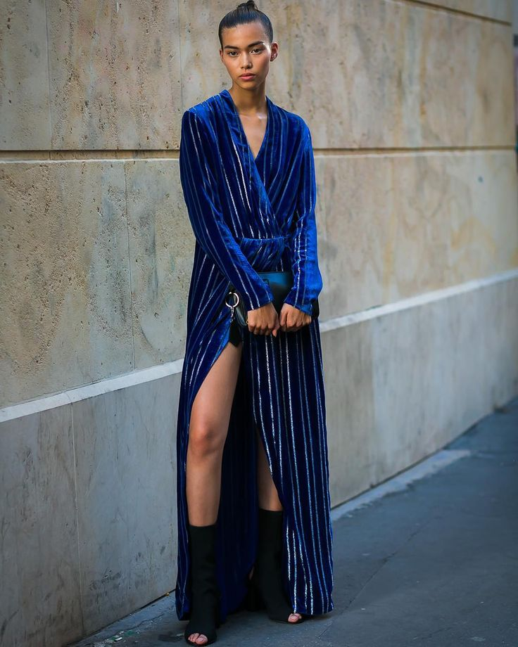 Melissa Anderson @melissaanderson.1 at #paris #fashionweek . . . #pfw #stripes #couture #outfits #looks #streetstyle #streetfashion #mode