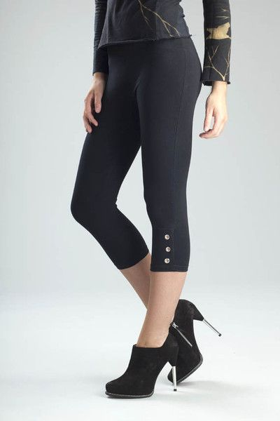 A day-or-night design that shines, Svelte's Grommet Capris bring out a trim physique with their built-in waist panel. Leggings come in Blue, Black, White.