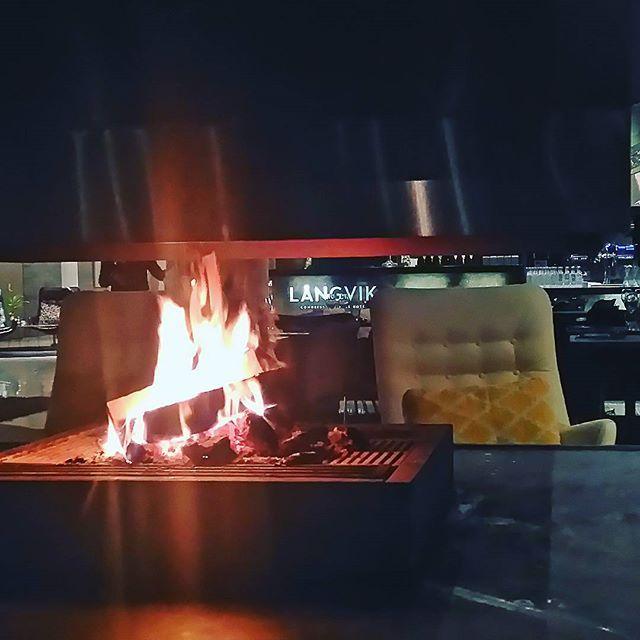 Iltapalaa takkatulen lämmössä #langvikhotel http://www.langvik.fi/