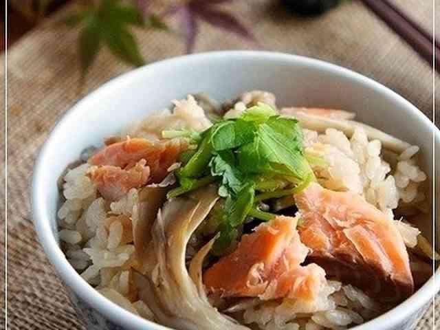 めんつゆで美味♡秋鮭と舞茸の炊き込みご飯の画像
