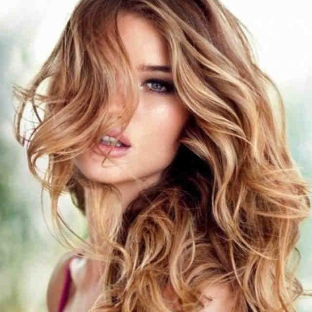 Cortes de pelo con efecto antiedad. Si estás buscando un corte de pelo que te reste 10 años de un plumazo, sigue nuestros consejos y seguro que encuentras el perfecto para ti.  El envejecimiento es uno de los temas que más preocupan a las mujeres. Independientemente de los tratamientos y las crema