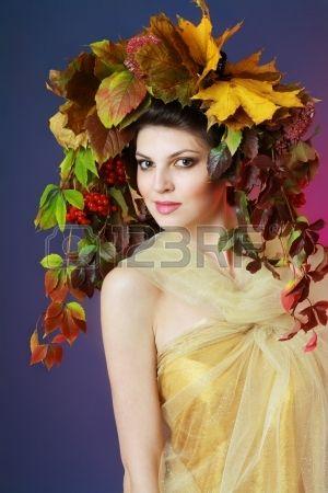 Bella Donna Autunno trucco dorato abito blu scuro e viola il colore di sfondo photo