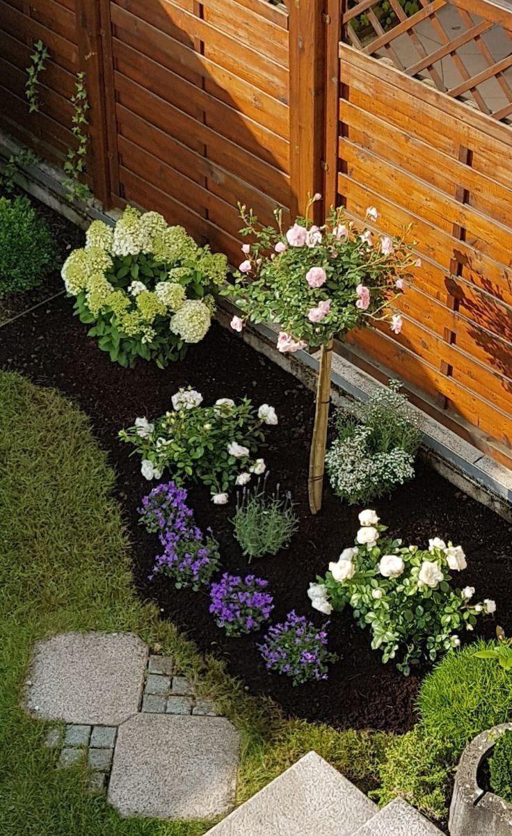 Blumenbeet Mit Rosen Lavendel Und Hortensie Pflanzen Ideen Welcome To Blog 1000 In 2020 Front Yard Landscaping Front Yard Hydrangea Garden