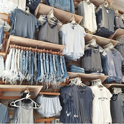 BRANDY MELVILLE - 33 King's Rd, Chelsea, London SW3 4UD, Royaume-Uni - 11 Foubert's Pl, Carnaby, London W1F 7PZ, Royaume-Uni - 9-15 Neal St, London WC2H 9PU, Royaume-Uni