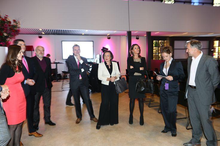 Briefing van de tafelgasten. V.l.n.r. Kim Spinder, Jurriaan Piek, Nico Dijkshoorn (de sneldichter), Han Knooren, Gerdi Verbeet, Annika Sponselee, Manon (evenementenbureau) en Jos Heijmans [26-09-2013]