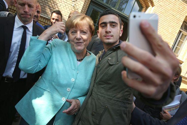 Verleumdung nach Merkel-Selfie: Flüchtling zieht wegen Hetze bei Facebook vor Gericht - SPIEGEL ONLINE - Netzwelt
