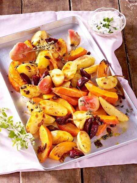 Ofenkürbis mit Kartoffeln, Äpfeln und Majoran