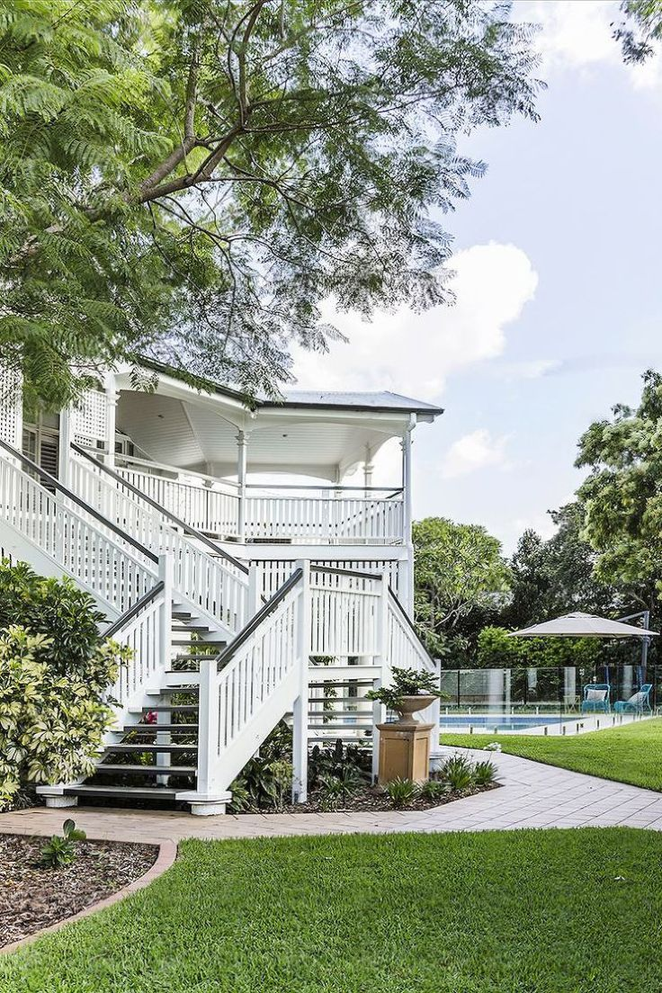 A Hamptons Style Queenslander | Weatherboard house ...