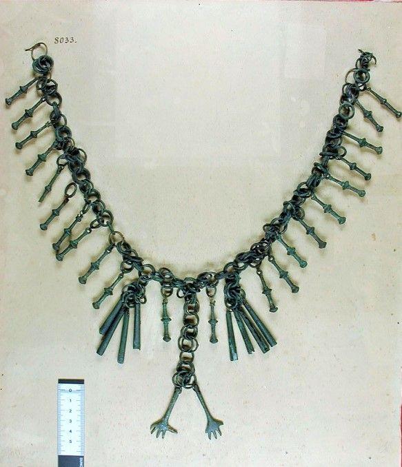 Collana in bronzo da Montegiorgio (VII sec. a.C.)