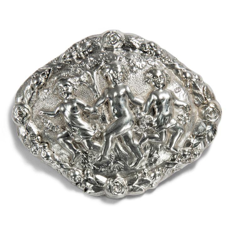 """Unschuldige Freude - Große Silber-Brosche des Deutschen Jugendstil, Signiert """"CD"""", um 1900 von Hofer Antikschmuck aus Berlin // #hoferantikschmuck #antik #schmuck #Broschen & Nadeln #antique #jewellery #jewelry // www.hofer-antikschmuck.de"""