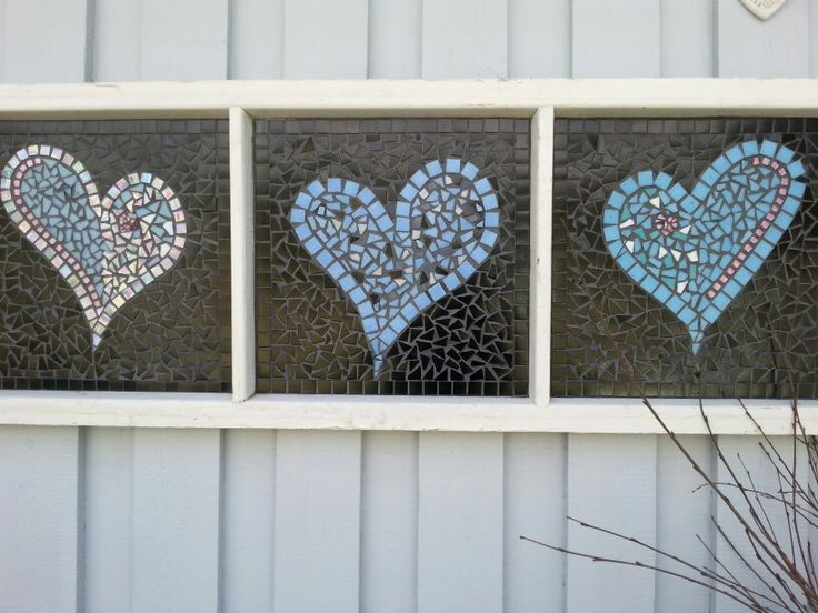 Hearts, Windows and mosaic , my own projet . Old windows and hearts made from glassmosaic. A cute idea for comping Mosaics  with a vintage Window.