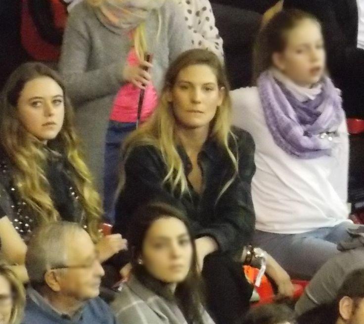 Sarah with friends at a bayern basketball game.    #model #basketball #bayern #munich