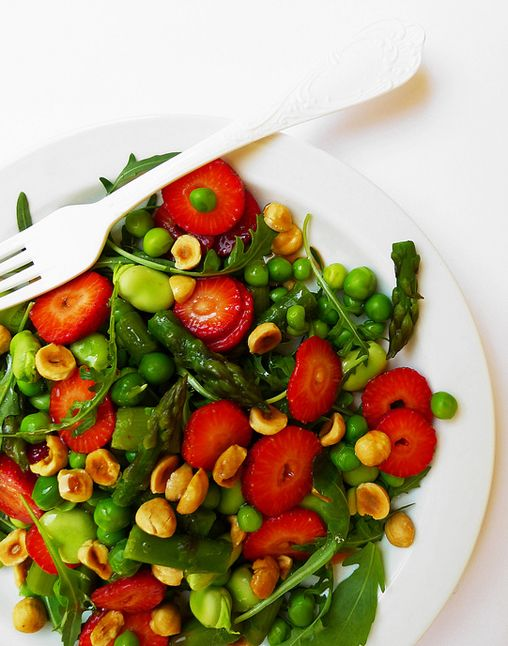 Fruit and vegetable spring salad with hazelnuts and strawberry vanilla vinaigrette