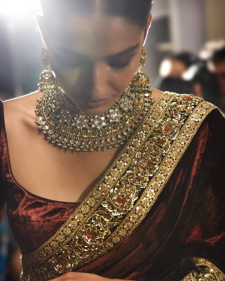 Indian Dark-Red Saree & Gold Jewelry | Elegant & Stunning | Designed by Sabyasachi | For LFW Grand Finale Winter Festive 2016 | Insta Pic @lakmefashionwk