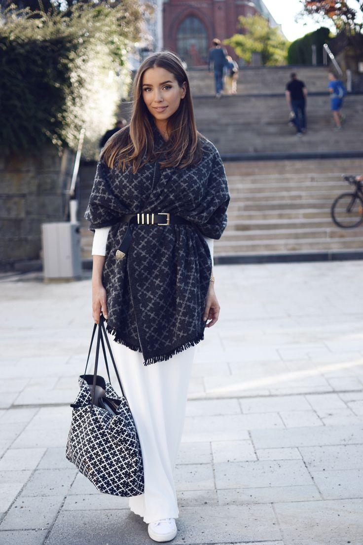 Emilie Tommerberg wears authentic oversized scarf with white trousers and a statement bag. Scarf: By Malene Birger, Dress: H&M.