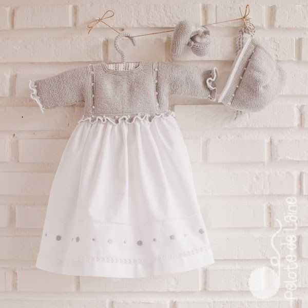 Sueter tejido (peto), con falda de tela en la parte inferior bordado, precioso