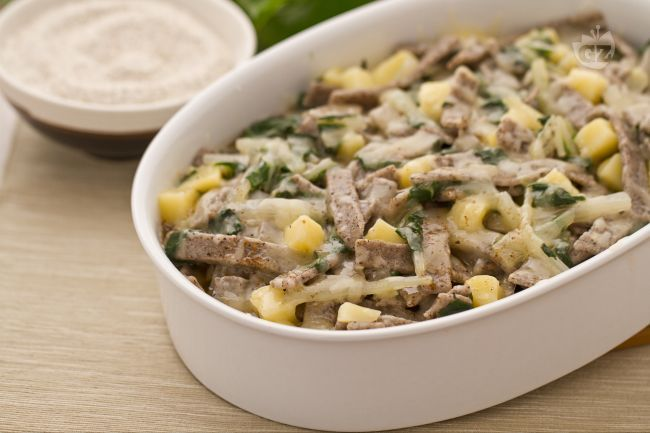 I pizzoccheri alla valtellinese, primo piatto tradizionale della Valtellina, sono un gustoso piatto unico molto nutriente e facile da realizzare.
