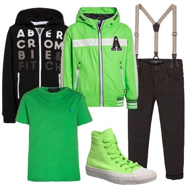 Outfit alla moda per giovani ragazzi. I divertentissimi jeans di Mango con bretelle sono abbinati a una T shirt Polo Ralph Lauren, una felpa Abercrombie & Fitch, un giubbotto in tessuto tecnico e a sneakers Converse in tinta.