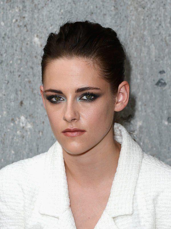 Kristen Stewart's Trendy Colored Eyeliner At Chanel Fashion Show