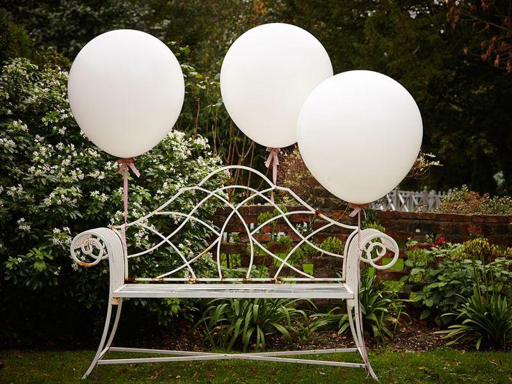 : Giant White Balloons - Vintage Affair #HatchandBlossom