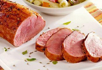 Filet de porc avec marinade sèche aux herbes fraîches et aux épices douces