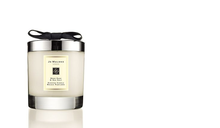 Escape the everyday along the windswept shore. Waves breaking white, the air fresh with sea salt and spray. Alive with the mineral scent of the rugged cliffs. Mingling with the woody earthiness of sage. Lively, spirited and totally joyful. To uplift, to wind down, or simply to add an air of luxury. Transform the atmosphere with luxury and opulence. Candle burn time is 45 hours and includes lid.