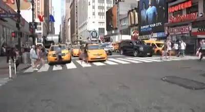 Menjadi supir taksi menjadi kesempatan kerja bagi banyak kaum pendatang di kota New York. Tetapi selama ini, salah satu kendala melamar menjadi supir taksi adalah keharusan menguasai Bahasa Inggris. Baru-baru ini, Dewan Kota New York akhirnya menghapus ketentuan ini.  Simak di YouTube: https://youtu.be/IctzMFxPnGo