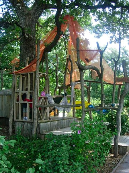 Outdoor play. For more inspiring classrooms visit: http://pinterest.com/kinderooacademy/provocations-inspiring-classrooms/ ≈ ≈
