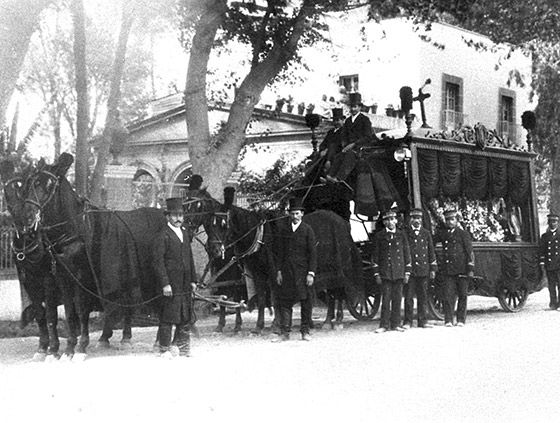 Carroza funebre a principios del siglo XX