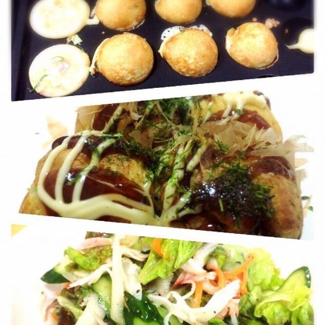 5/2(土)の晩ご飯 タコ焼き〜〜❗️ 2人なんで、空きスペースでウインナー、チーズなぞ焼いてみました。 •サラダ→サニーレタス、きゅうり、酢漬けのにんじん&玉ねぎ。 •ドレッシングは、くらしモアのナタリーおばさんの和風に柚子酢を混ぜて、さっぱり風‼️ - 7件のもぐもぐ - タコ焼き〜〜❗️ by ponpoko0718